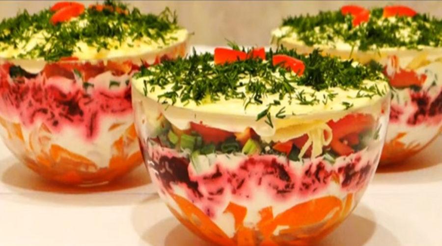 Salată rapidă și gustoasă, în numai 6 pași – Ai nevoie doar de 4 sfecle, 4 morcovi,   ardei, 300 g cașcaval și..