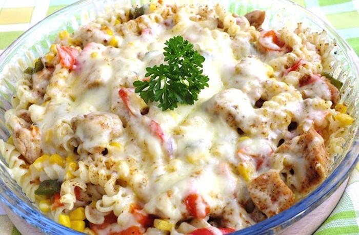 Paste la cuptor, cu piept de pui și legume – O masă rapidă și gustoasă, foarte ușor de pregătit