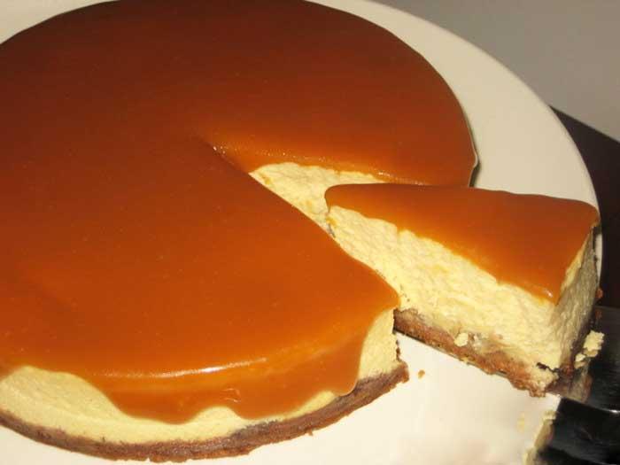 Prăjitură cu mascarpone, banane și caramel – este imposibil să-i reziști!