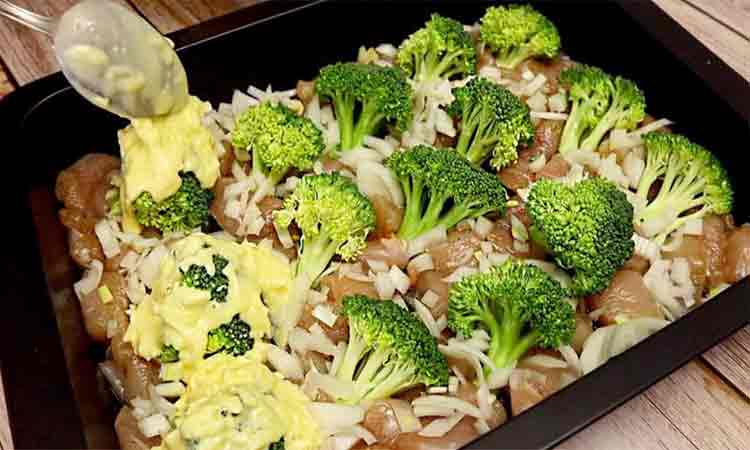 Piept de pui la cuptor cu broccoli si branza