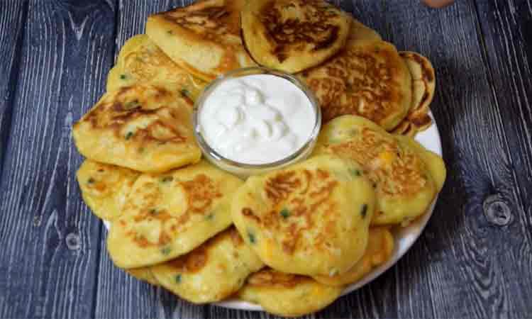 Clatite cu oua si chefir. Foarte bune pentru micul dejun