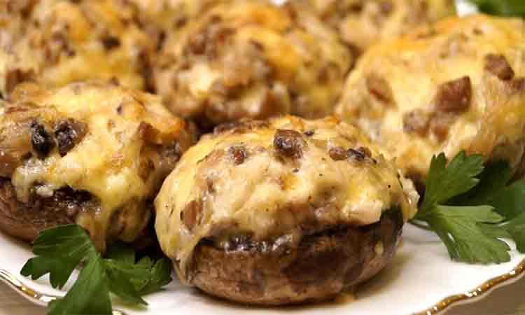 Ciuperci umplute cu piept de pui si legume. Sunt atat de bune incat nu te saturi de ele