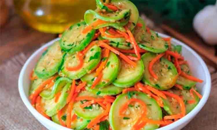 Salata de dovlecei si morcov pentru iarna. De asemenea, foarte buna si vara