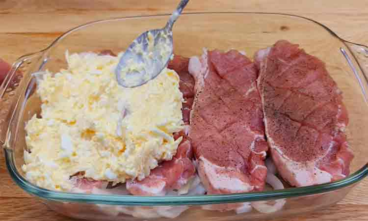 10 minute de munca pentru un pranz delicios. Carne de porc la cuptor